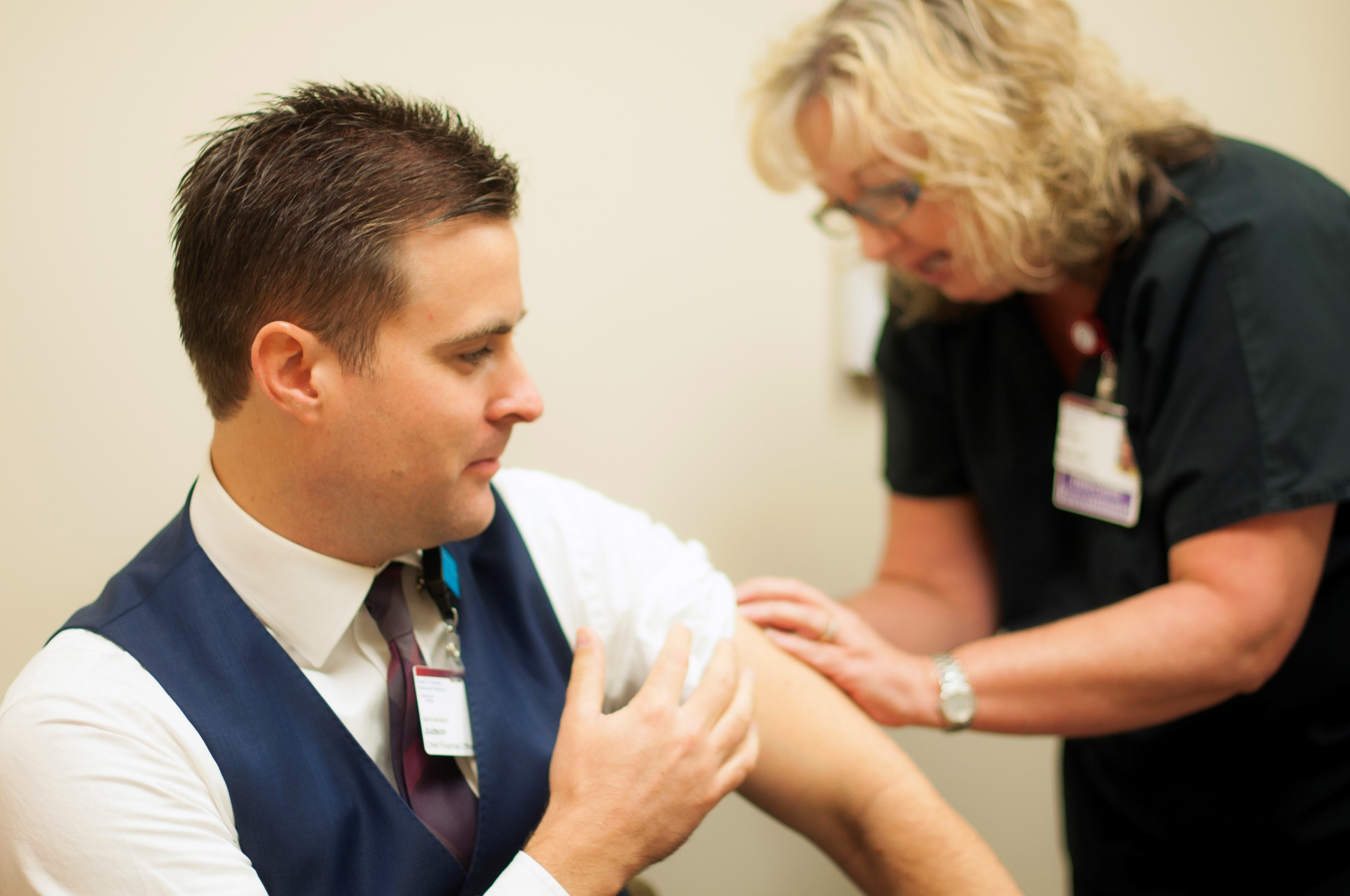 Howard Memorial CFO, Judson Howe receives a flu vaccination from Daria Fletcher, employee health nurse and infection prevention specialist. Photo courtesy of Adventist Health.